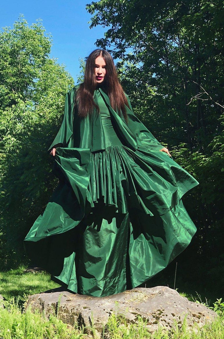 c1977 Madame Gres Haute Couture Deep Green Silk Taffeta Dress & Cape For Sale 12