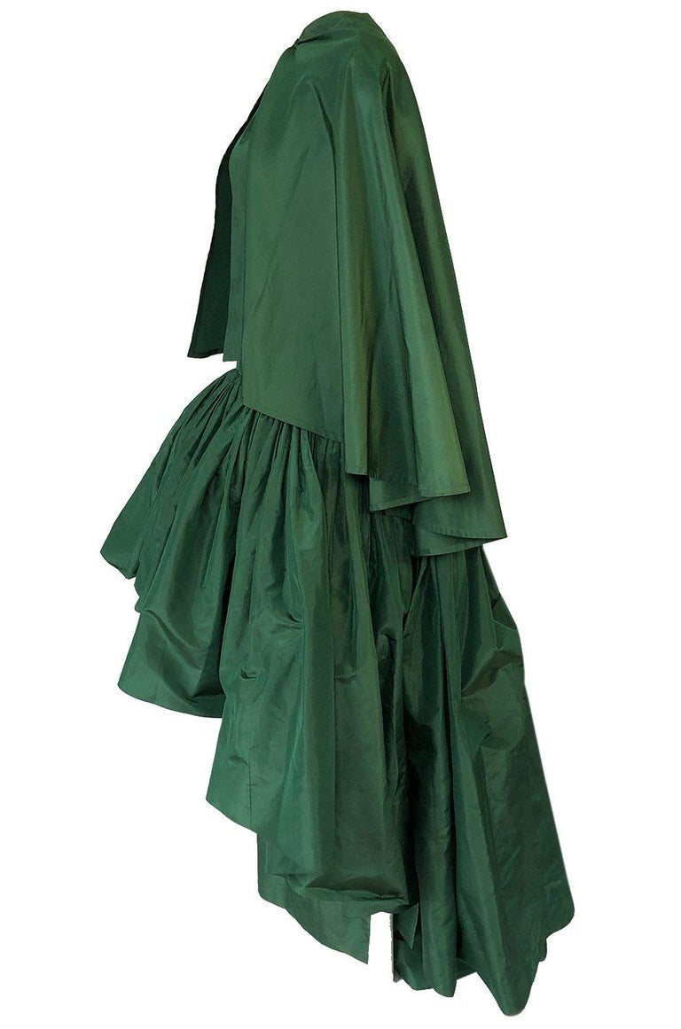c1977 Madame Gres Haute Couture Deep Green Silk Taffeta Dress & Cape In Excellent Condition For Sale In Rockwood, ON