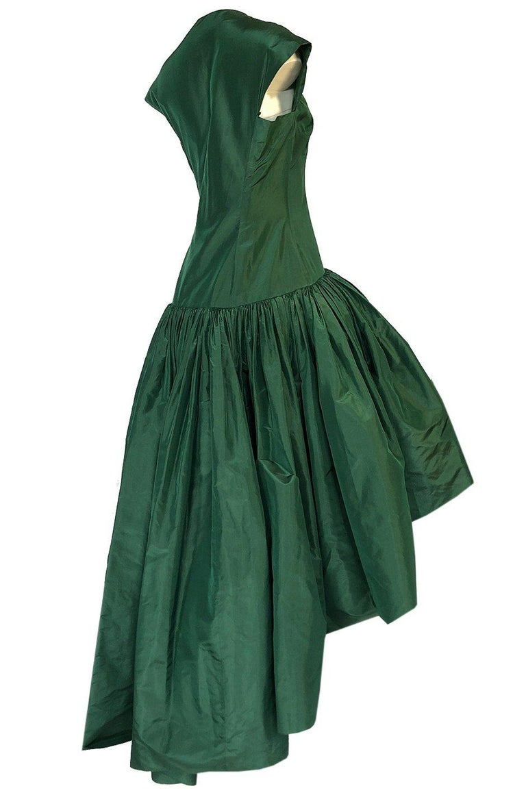c1977 Madame Gres Haute Couture Deep Green Silk Taffeta Dress & Cape For Sale 1
