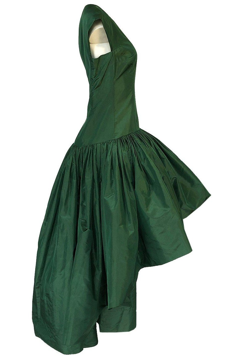 c1977 Madame Gres Haute Couture Deep Green Silk Taffeta Dress & Cape For Sale 2