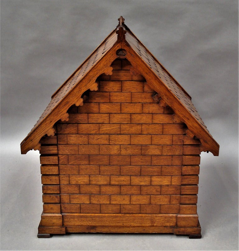 19th Century Oak Dog House or Dog Kennel In Good Condition For Sale In Moreton-in-Marsh, Gloucestershire