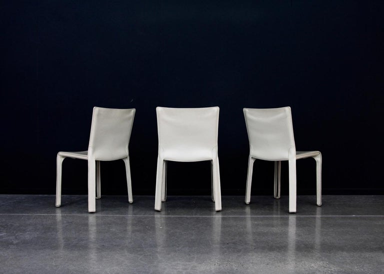 CAB Chairs by Mario Bellini for Cassina in Ivory White Leather In Good Condition In Antwerp, BE