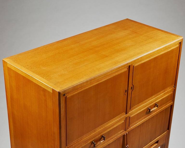 Cabinet Attributed to Hjalmar Jackson, Sweden, 1940s In Excellent Condition For Sale In Stockholm, SE