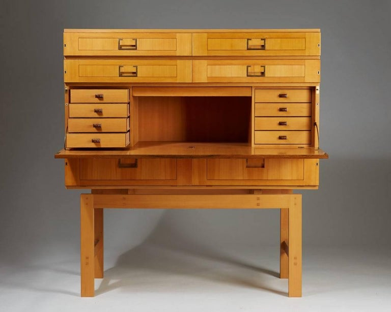 Cabinet on Stand, Anonymous, Sweden, 1950s In Good Condition For Sale In Stockholm, SE