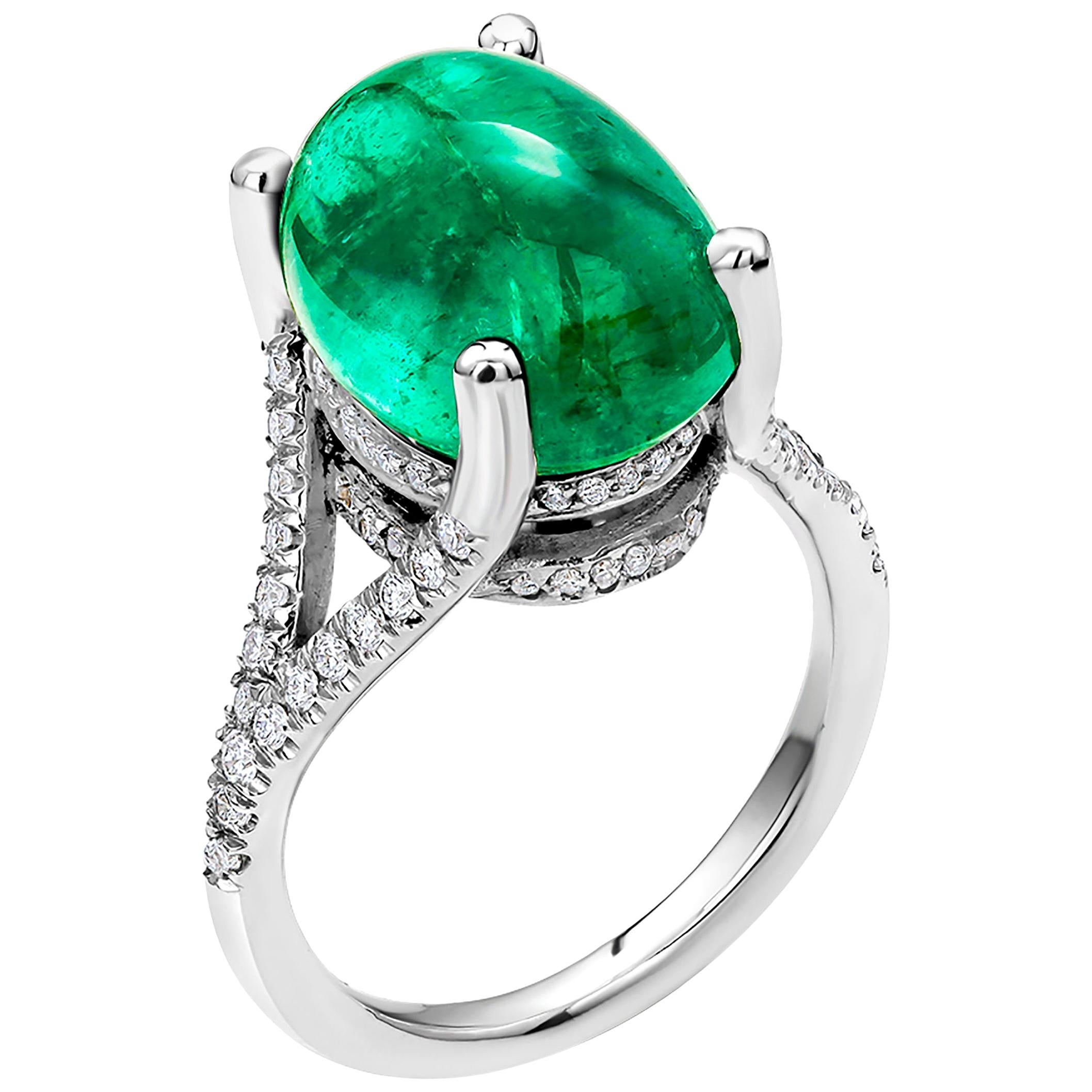 Cabochon Colombia Emerald Diamond Cluster Gold Ring Weighing 11.05 Carat