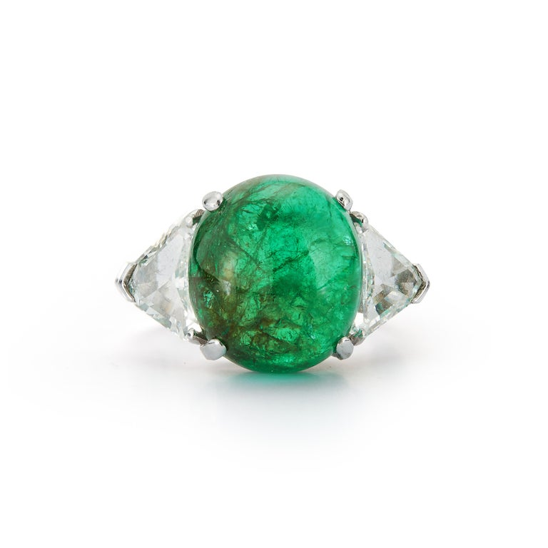 Cabochon Colombian Emerald and Diamond Three-Stone Ring In Excellent Condition For Sale In New York, NY