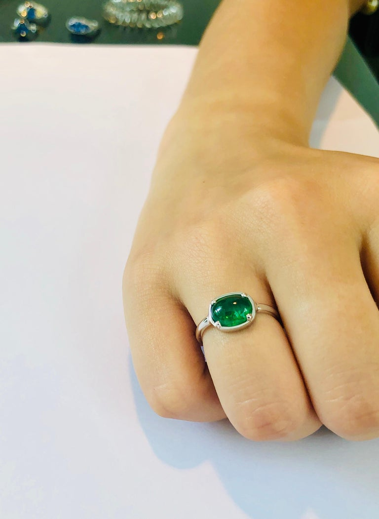 Women's or Men's Cabochon Emerald 18 Karat White Gold Cocktail Ring For Sale