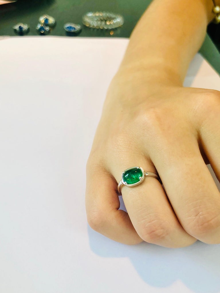 Cabochon Emerald 18 Karat White Gold Cocktail Ring For Sale 1