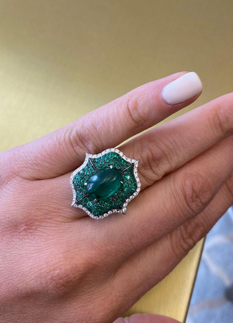 Cabochon Emerald and Pave Diamond Cocktail Ring In New Condition For Sale In New York, NY