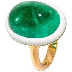 Spectacular 17 carat Cabochon Emerald Ring in Yellow Gold with Ceramic Detail