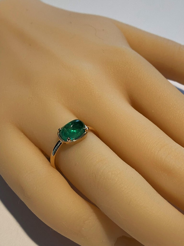 Cabochon Emerald Solitaire Rose Gold Ring Weighing 2.40 Carats In New Condition For Sale In New York, NY