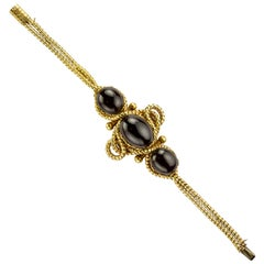 Cabochon Garnet and Yellow Gold Bracelet