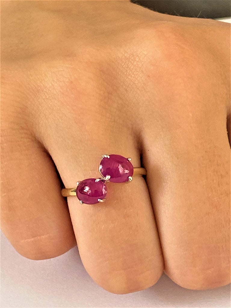 Contemporary Two Cabochon Burma Rubies Facing Gold Cocktail Ring Weighing 3.90 Carats For Sale