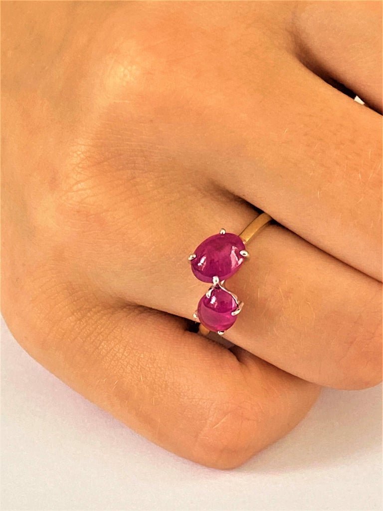 Two Cabochon Burma Rubies Facing Gold Cocktail Ring Weighing 3.90 Carats In New Condition For Sale In New York, NY