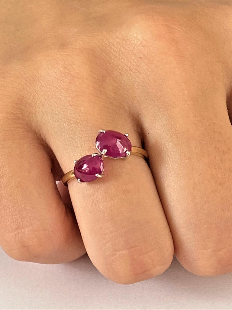 Two Cabochon Burma Rubies Facing Gold Cocktail Ring Weighing 3.90 Carats For Sale 1