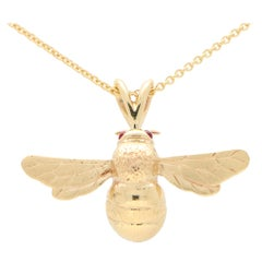 Cabochon Ruby Eyed Bumble Bee Pendant Necklace Set in 9 Karat Yellow Gold