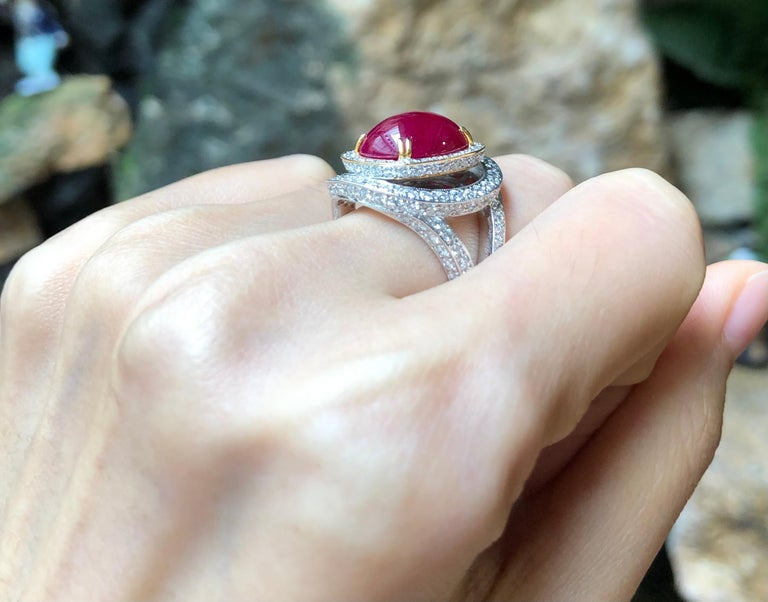Contemporary Cabochon Ruby with Diamond Ring Set in 18 Karat White Gold Settings For Sale