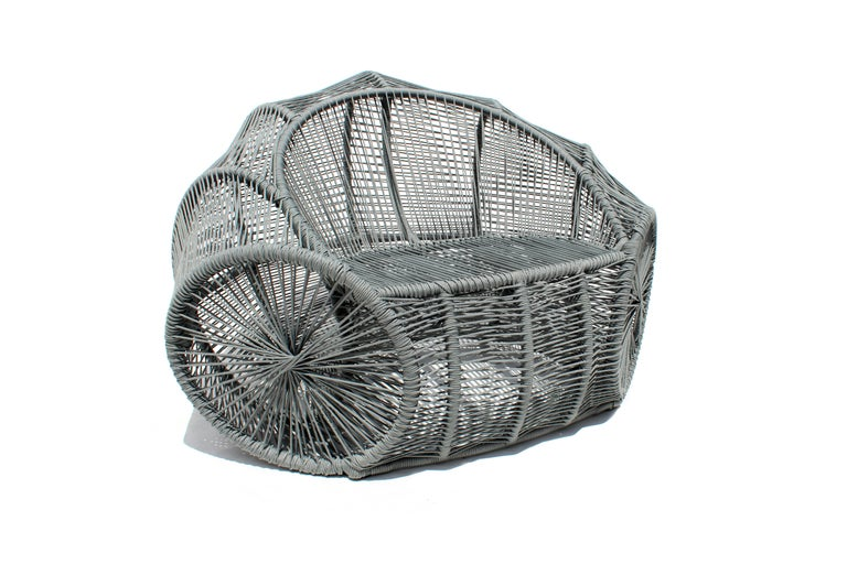The design for this wicker armchair, made in a contemporary Brazilian design, comes from the liana basket that serves to carry groceries and supplies, transported by pack animals in the countryside of the Brazilian Northeast.