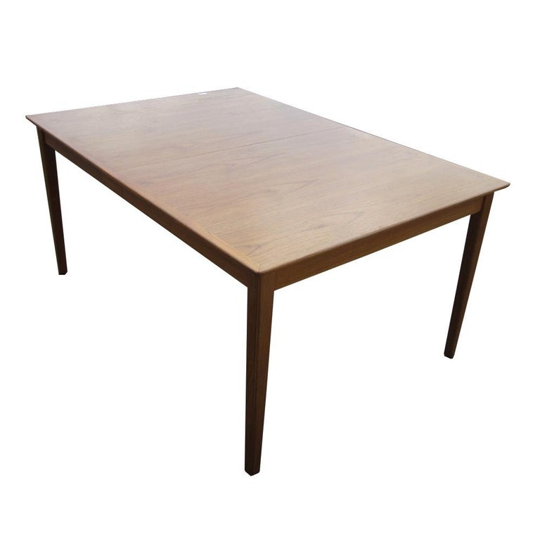 Cado Danish Dining Table with Two Leaves In Good Condition For Sale In Pasadena, TX
