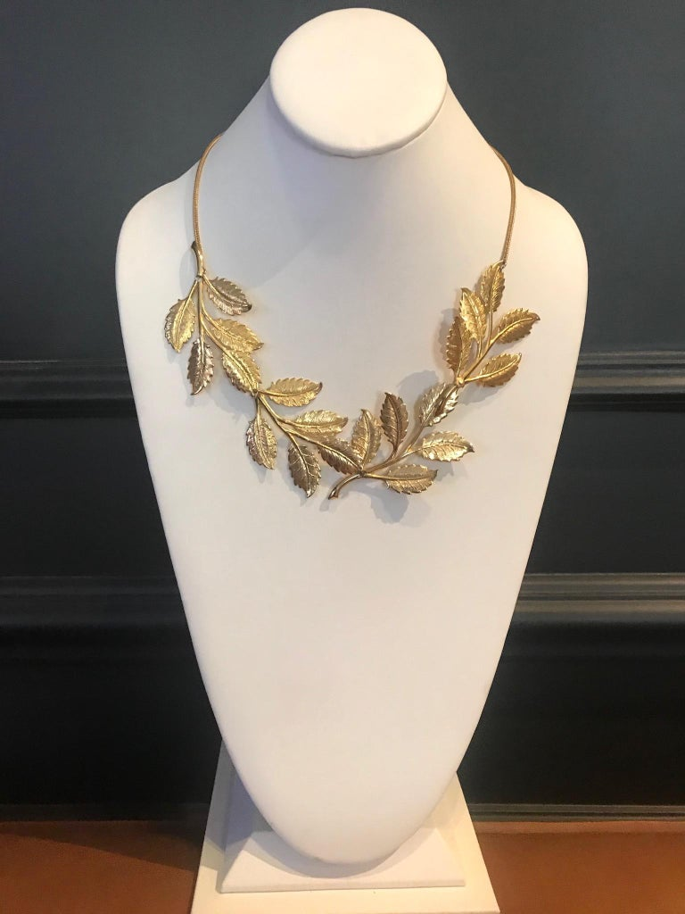 Women's Cadoro 1960s Gold Laurel Leaf Victory Neclace For Sale