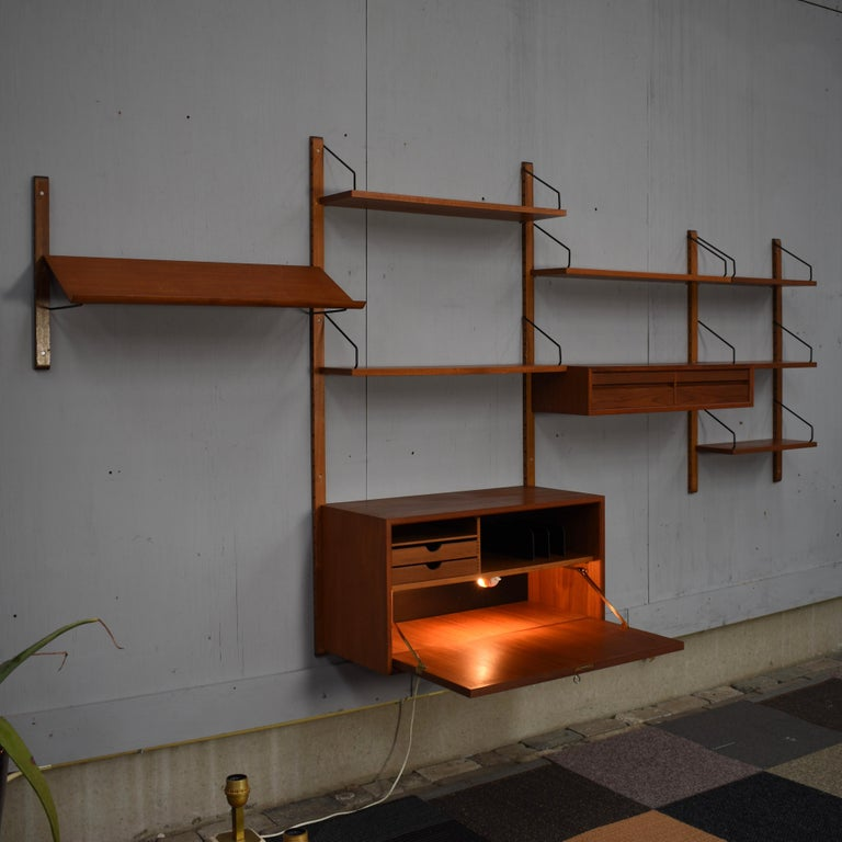 Cadovius Wall Unit 'Royal' Series in Teak - Denmark, 1950s In Good Condition For Sale In Pijnacker, Zuid-Holland