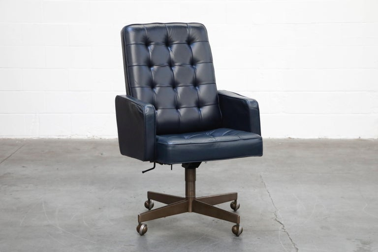 Mid-Century Modern Cafiero Executive Chair by Vincent Cafiero for Knoll International, Signed For Sale