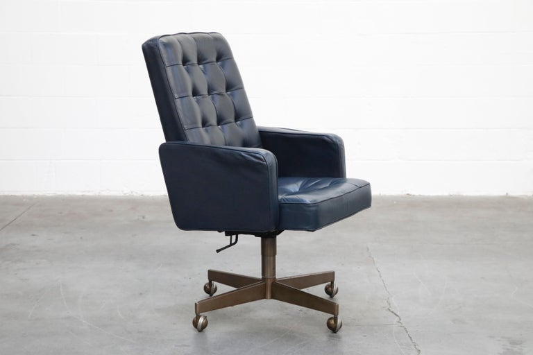 American Cafiero Executive Chair by Vincent Cafiero for Knoll International, Signed For Sale