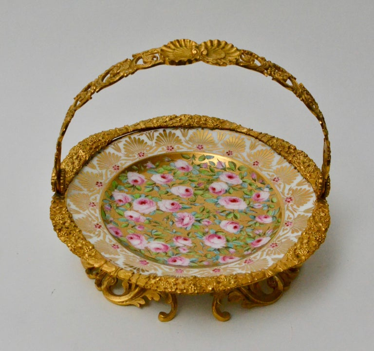 Cake Stand Ormolu Mounted Painted Porcelain Plate with a Gilt Bronze Handle For Sale 1