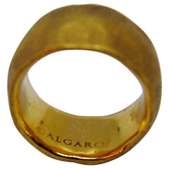 Calgaro 18 Karat Satined Yellow Gold Ring with Martelé Texture