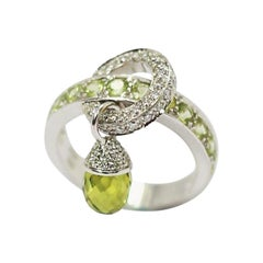 Calgaro Italian Designer 18 Karat Gold Ring with Olivine Peridote Briolet Acorn