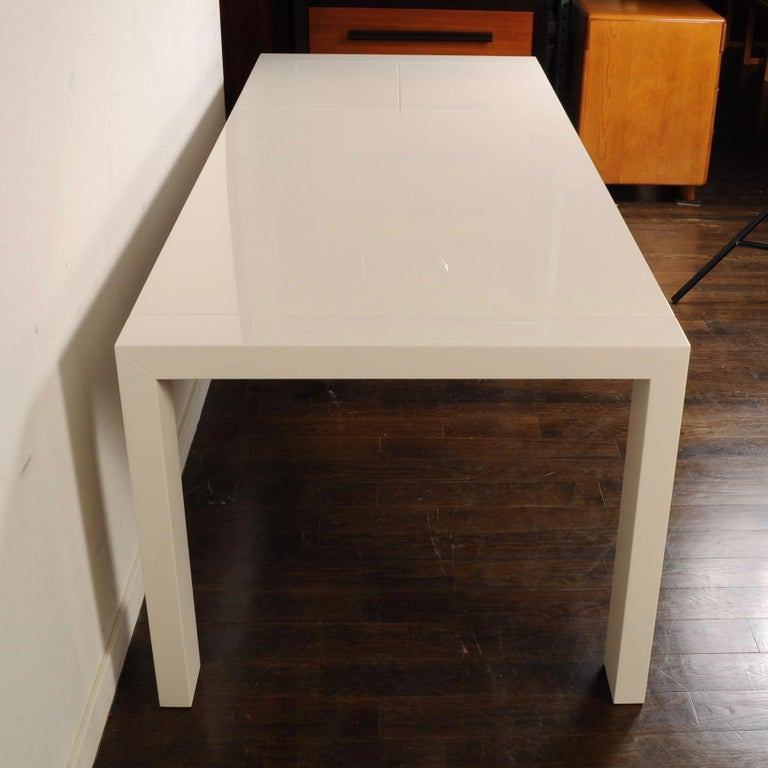 Contemporary Calligaris White Lacquer Butterfly Leaf Dining Table For Sale
