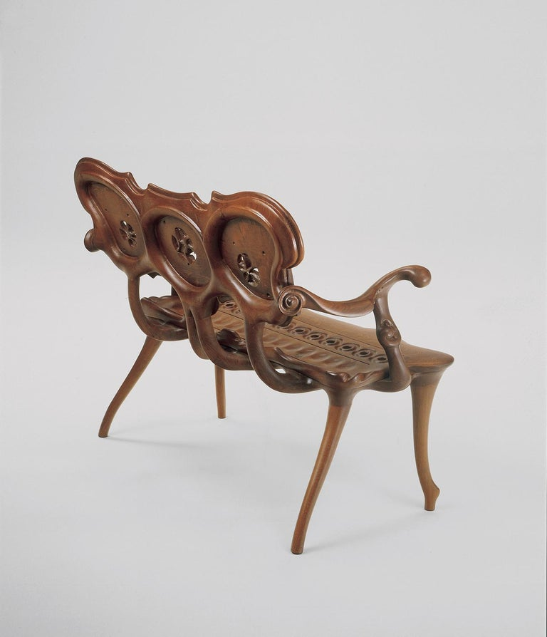Calvet bench, Antonio Gaudí 1902 Dimensions: 118 x 54 x 95 cm Materials: Solid oak varnished  Solid dark varnished oak   Antoni Gaudí (1852/1926) is, without doubt, the most internationally well-known Spanish architect. But is not only his