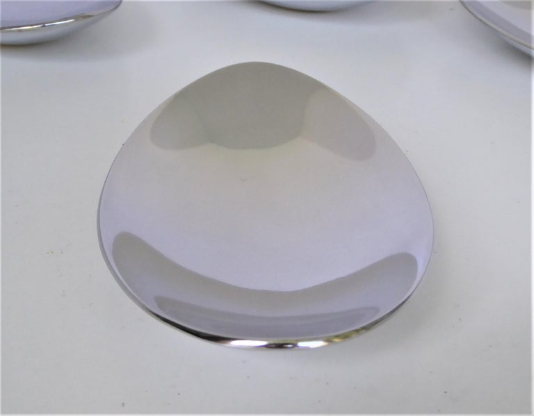 Calvin Klein Solar Platinum Hand Polished Metal 8 Boat Shaped Vessels In Good Condition For Sale In Miami, FL