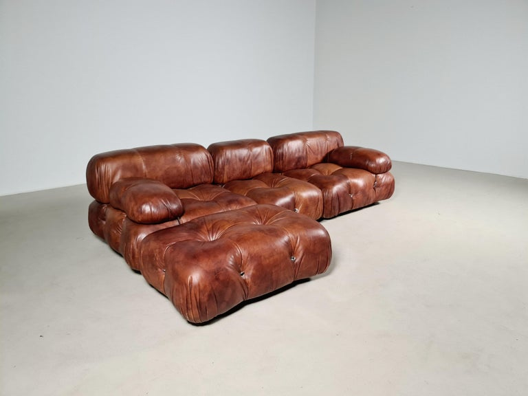 The sectional elements of this sofa can be used freely and apart from one another. Because the sofa is modular and backs and armrests are provided with rings and carabiners, you can create many different settings.  The leather aged perfectly over