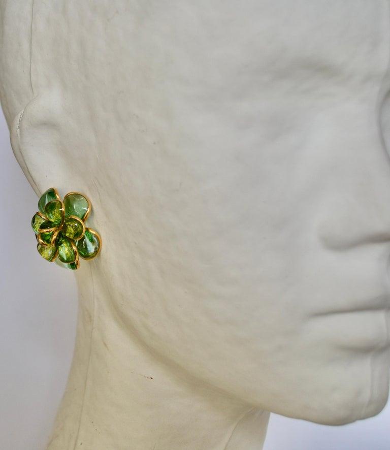 Camelia Pate de Verre Camelia Clip Earrings In New Condition For Sale In Virginia Beach, VA