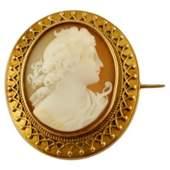 Cameo, 12 Karat Yellow Gold Retro Brooch