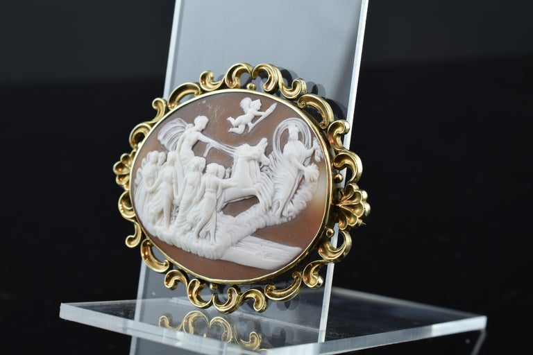 Cameo with Gold '9-Karat' Frame; Brooch, Victorian Era, circa 1860 In Good Condition For Sale In Madrid, ES