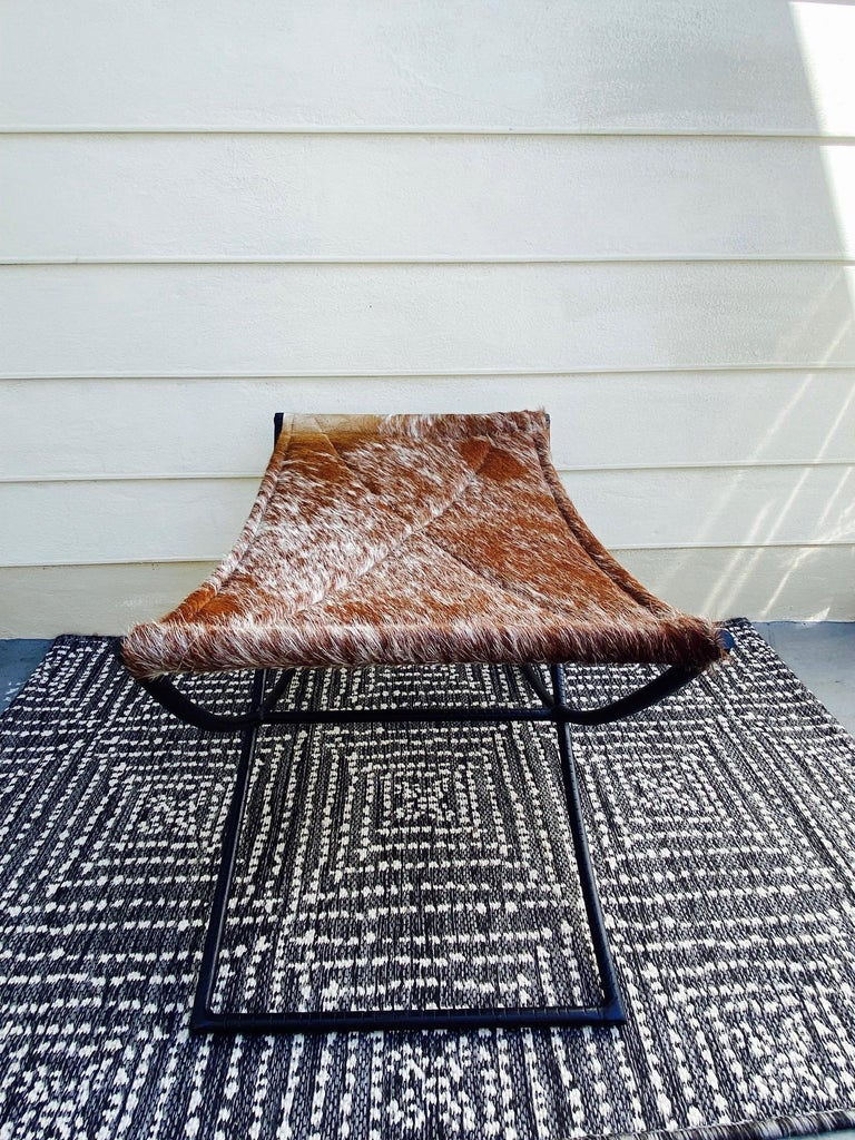 Campaign Style Bench with Brown and White Leather Hide Seat and Iron Base In Good Condition For Sale In Fort Lauderdale, FL