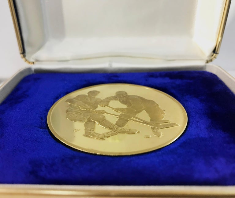 Modernist Canada-USSR 1972 Hockey Commemorative Gold Medallion in Original Case of Issue For Sale