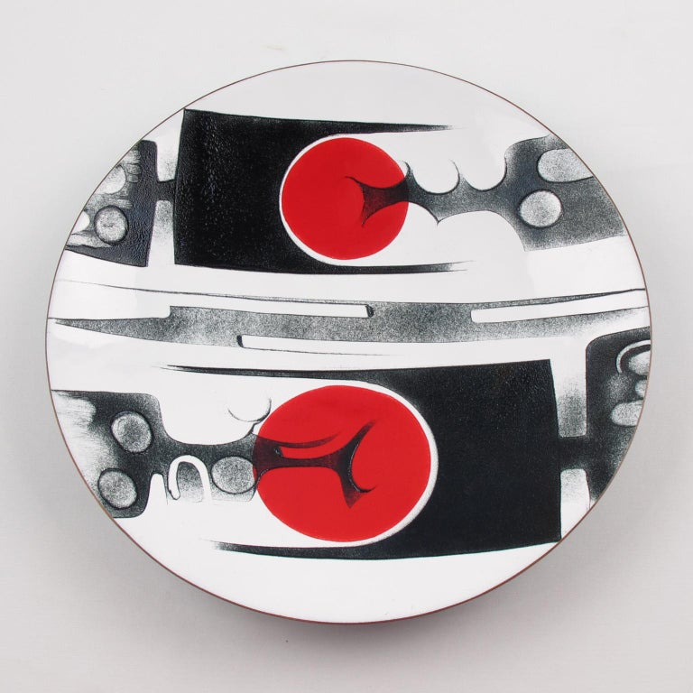 Stunning Mid-Century modernist 1970s enameled plate by Canadian Quebec artist, Anita Trottier. Abstract design with brutalist contrast in red and black colors on an extra white background. Anita Trottier created a highly stylized abstracted