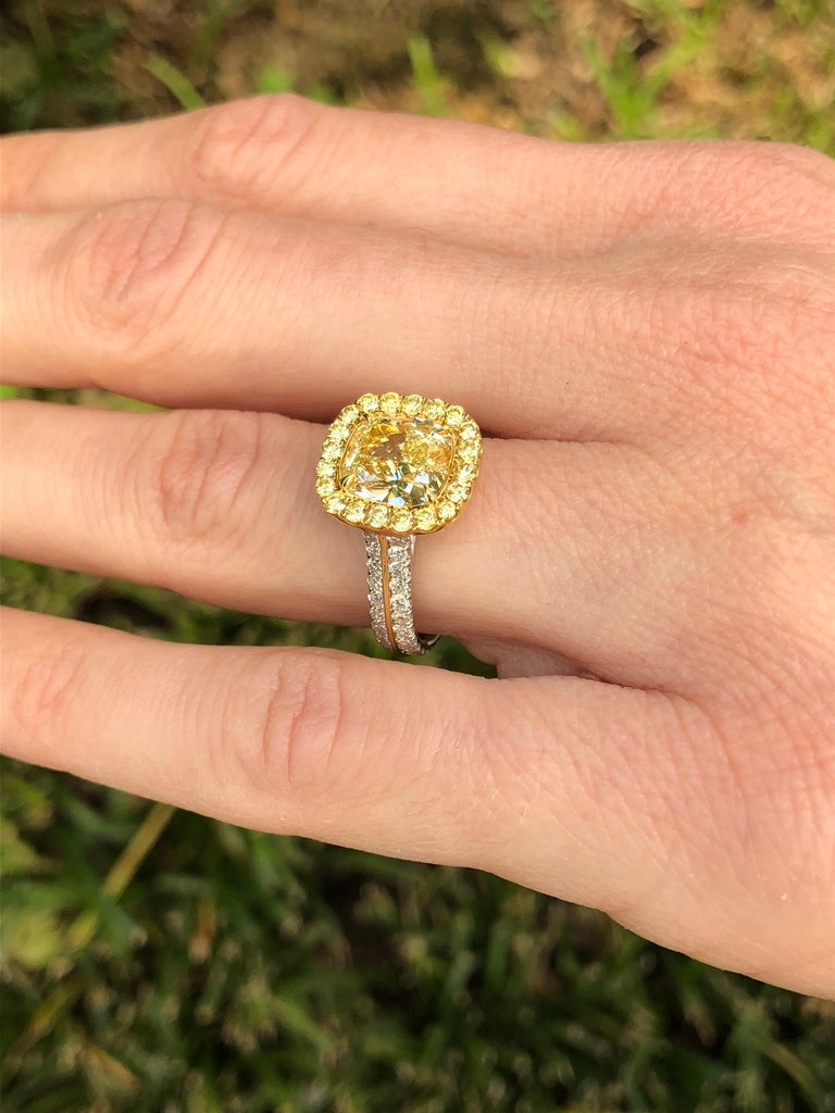 Yellow Diamond Ring 2.40 Carat GIA Certified In New Condition For Sale In Beverly Hills, CA