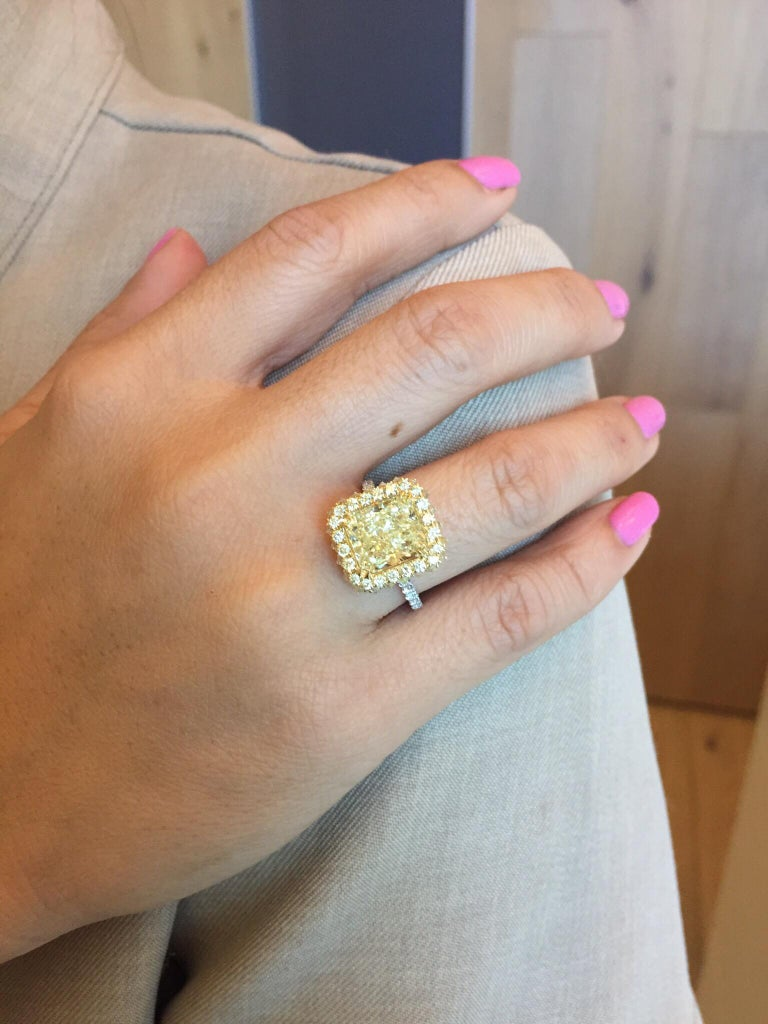 Canary Fancy Light Yellow Diamond Gold Platinum Ring GIA Certified 3.78 Carat For Sale 4