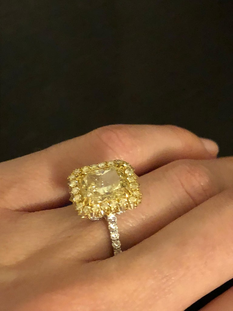 Yellow Diamond Ring Radiant Cut 3.78 Carat GIA Fancy Light Yellow Canary Diamond For Sale 1