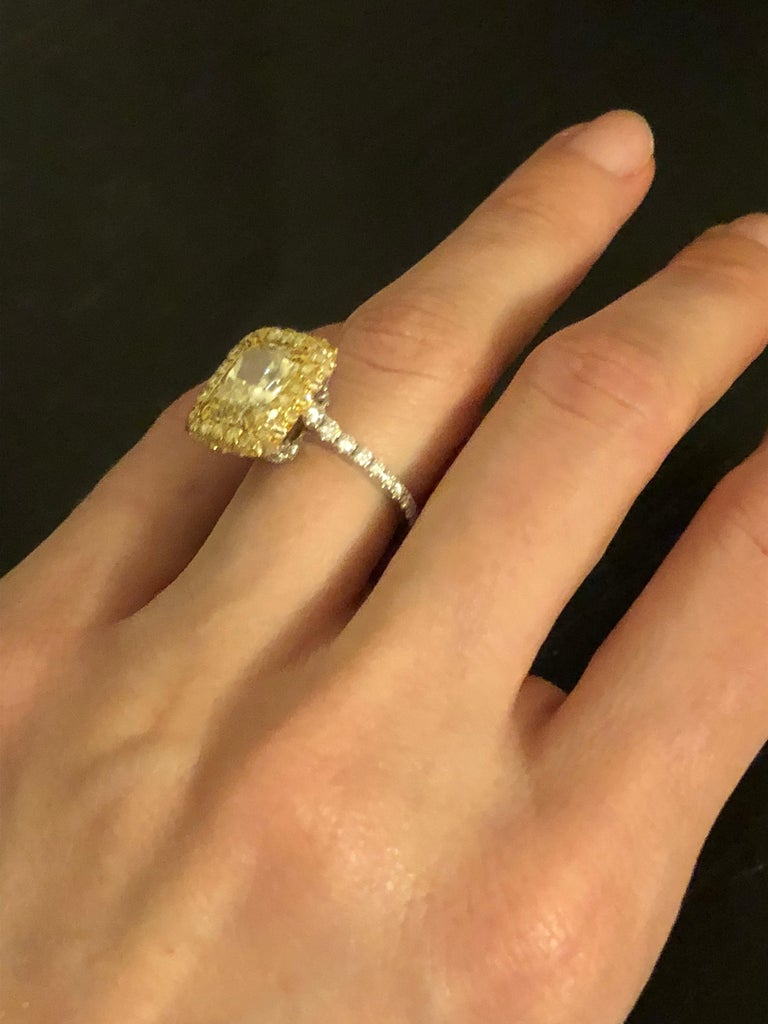 Yellow Diamond Ring Radiant Cut 3.78 Carat GIA Fancy Light Yellow Canary Diamond For Sale 2
