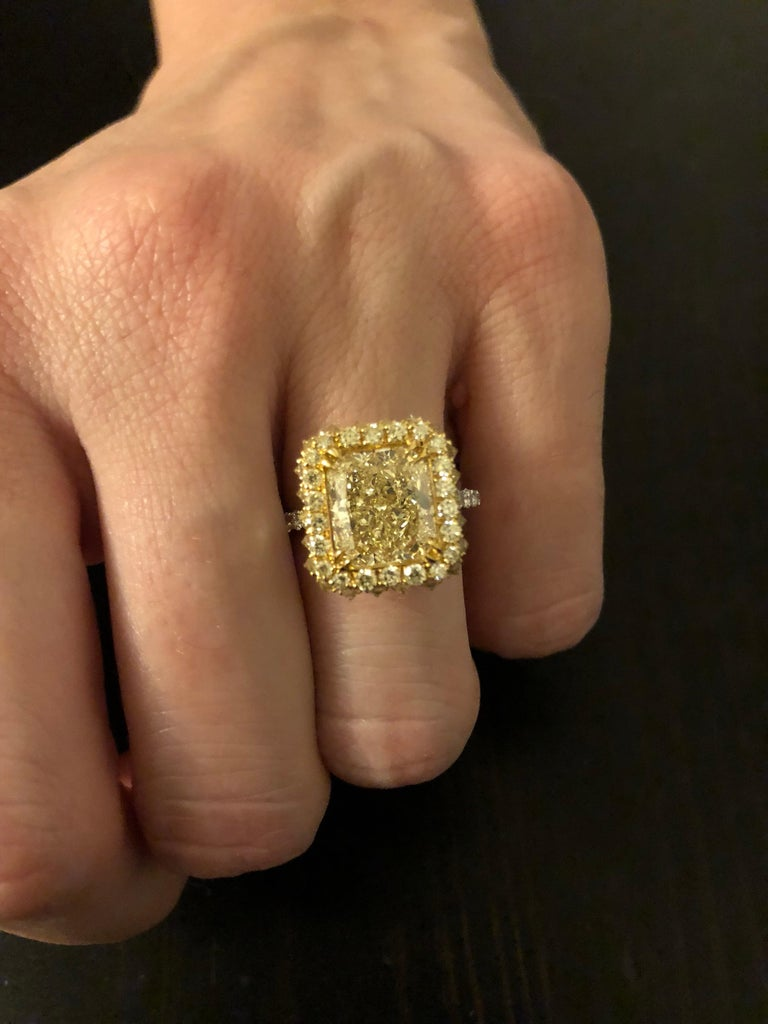 Canary Fancy Light Yellow Diamond Gold Platinum Ring GIA Certified 3.78 Carat For Sale 2