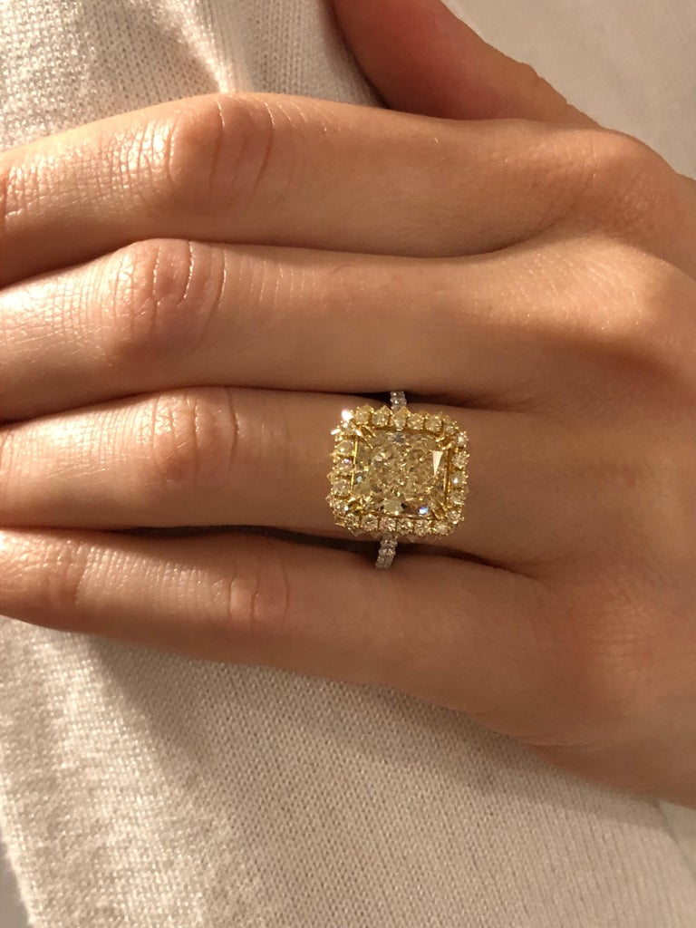 Yellow Diamond Ring Radiant Cut 3.78 Carat GIA Fancy Light Yellow Canary Diamond For Sale 4