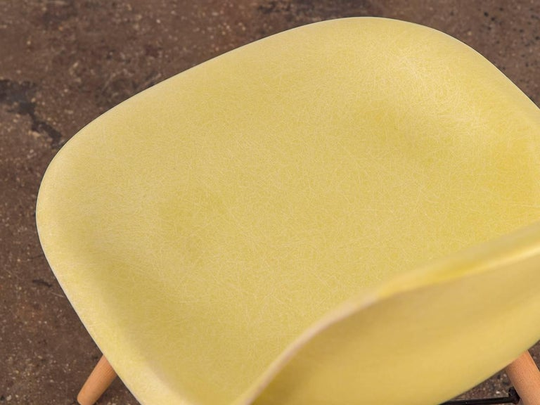 Eames for Herman Miller Lemon Yellow Shell Chair In Good Condition For Sale In Brooklyn, NY