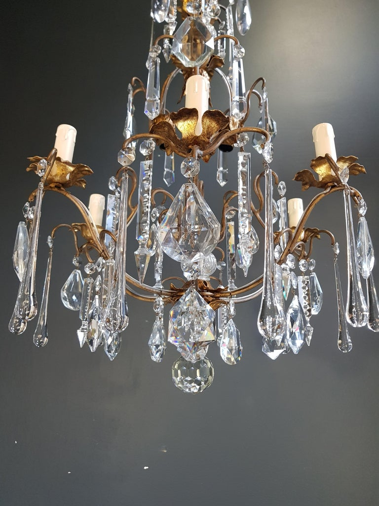 Original preserved chandelier, circa 1950. Cabling and sockets completely renewed. Crystal hand knotted
