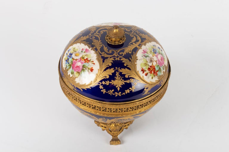 Candy box, Napoleon III period, 1870, painted and gilded porcelain, gilded bronze