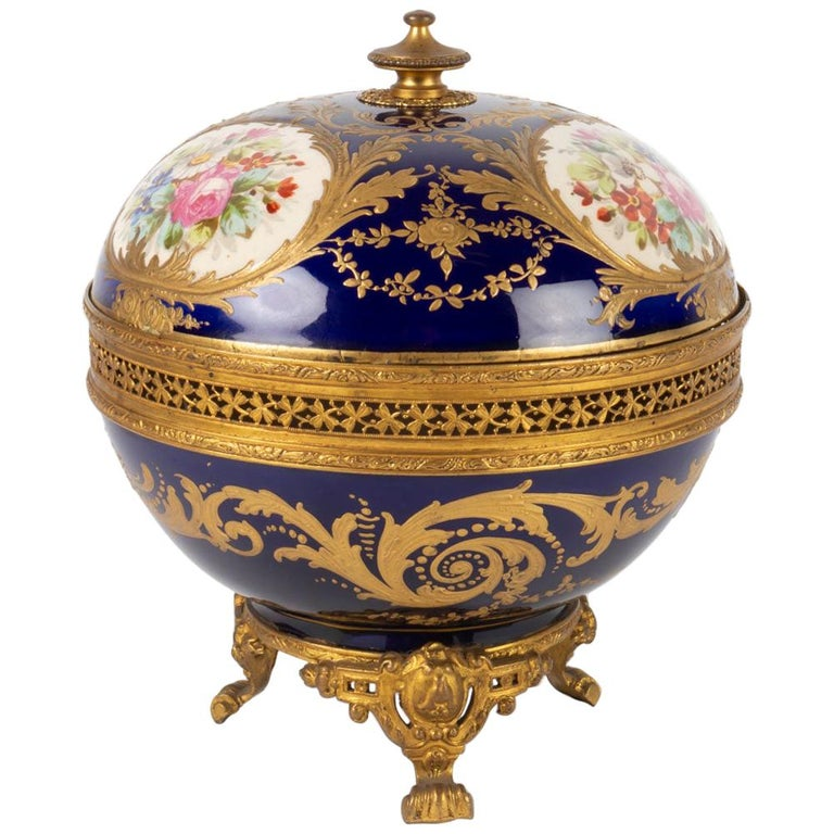 Candy Box, Napoleon III Period, 1870, Painted and Gilded Porcelain Gilded Bronze For Sale